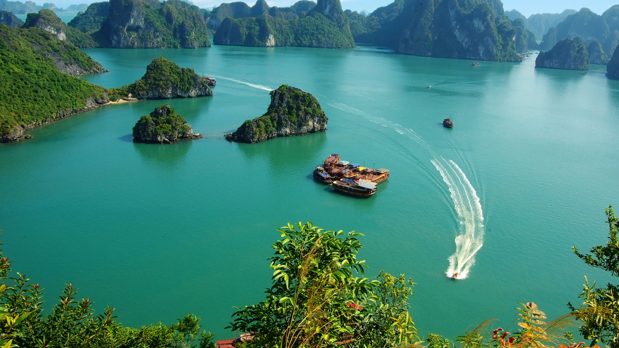 Ha-Long-Bay-Vietnam-1152x2048